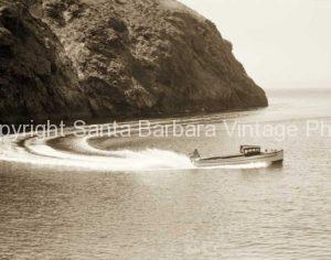 Santa Cruz Island, Motoring in a west end cove - CH04