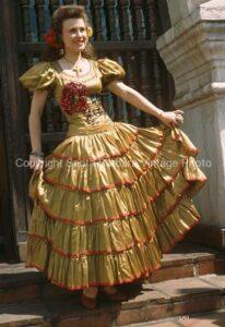 orqullosa de su Vestido Santa Barbara. CA. - FS12